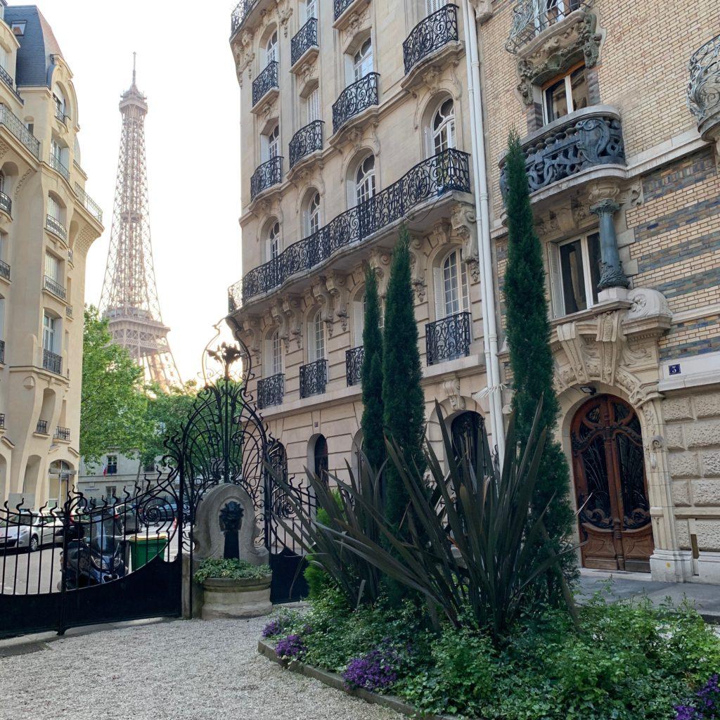 Square Rapp Eiffel Tower