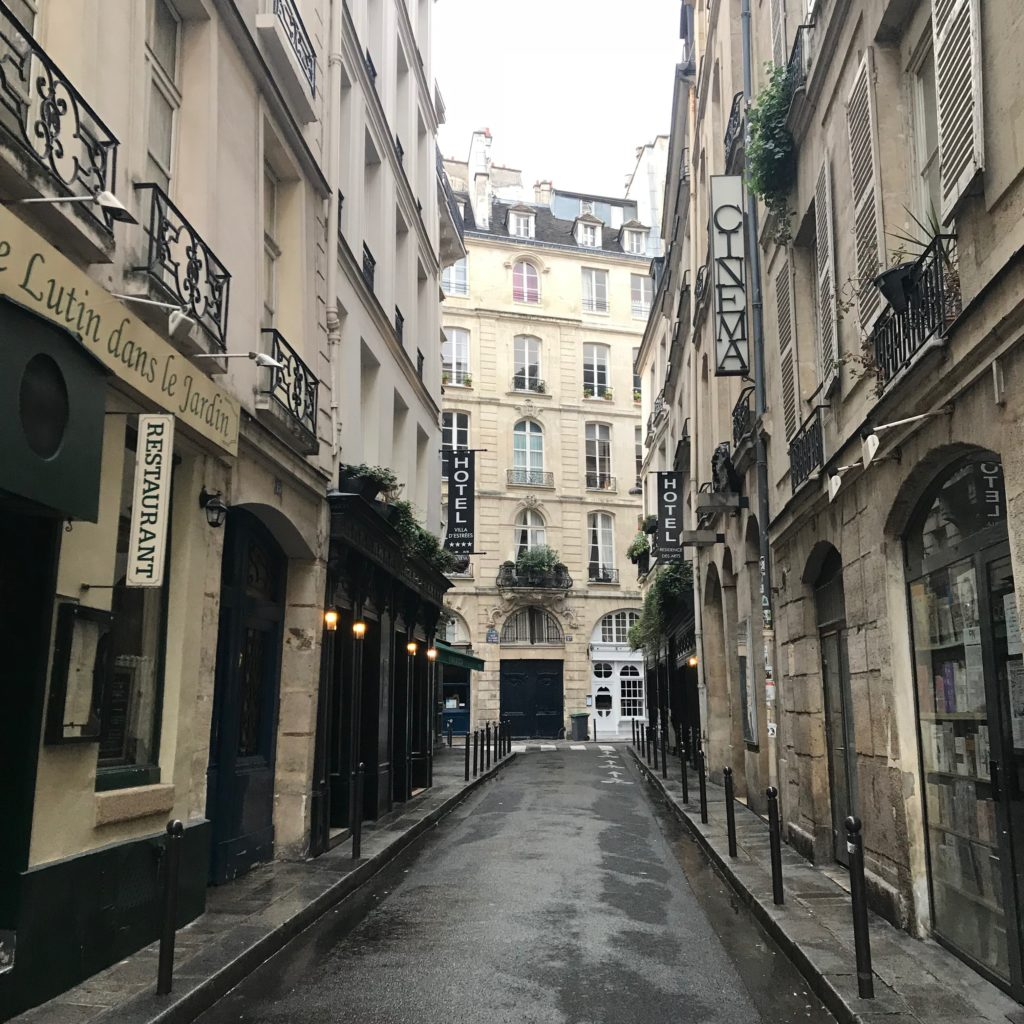 Strolling streets of Paris