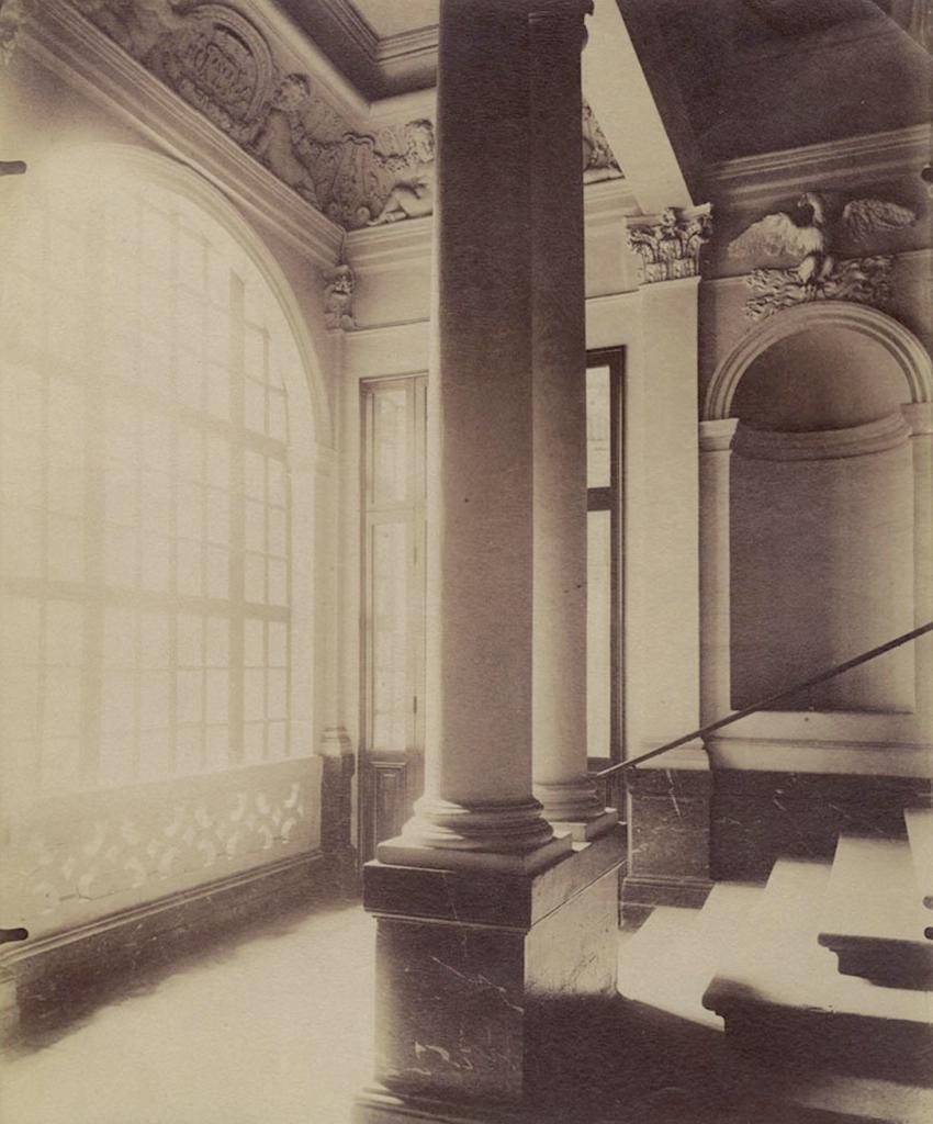 Hotel de Beauvais stairs