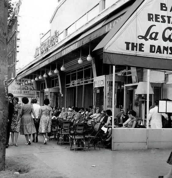 outside-restaurant-la-coupole-in-montparnasse-paris-1959-french-school
