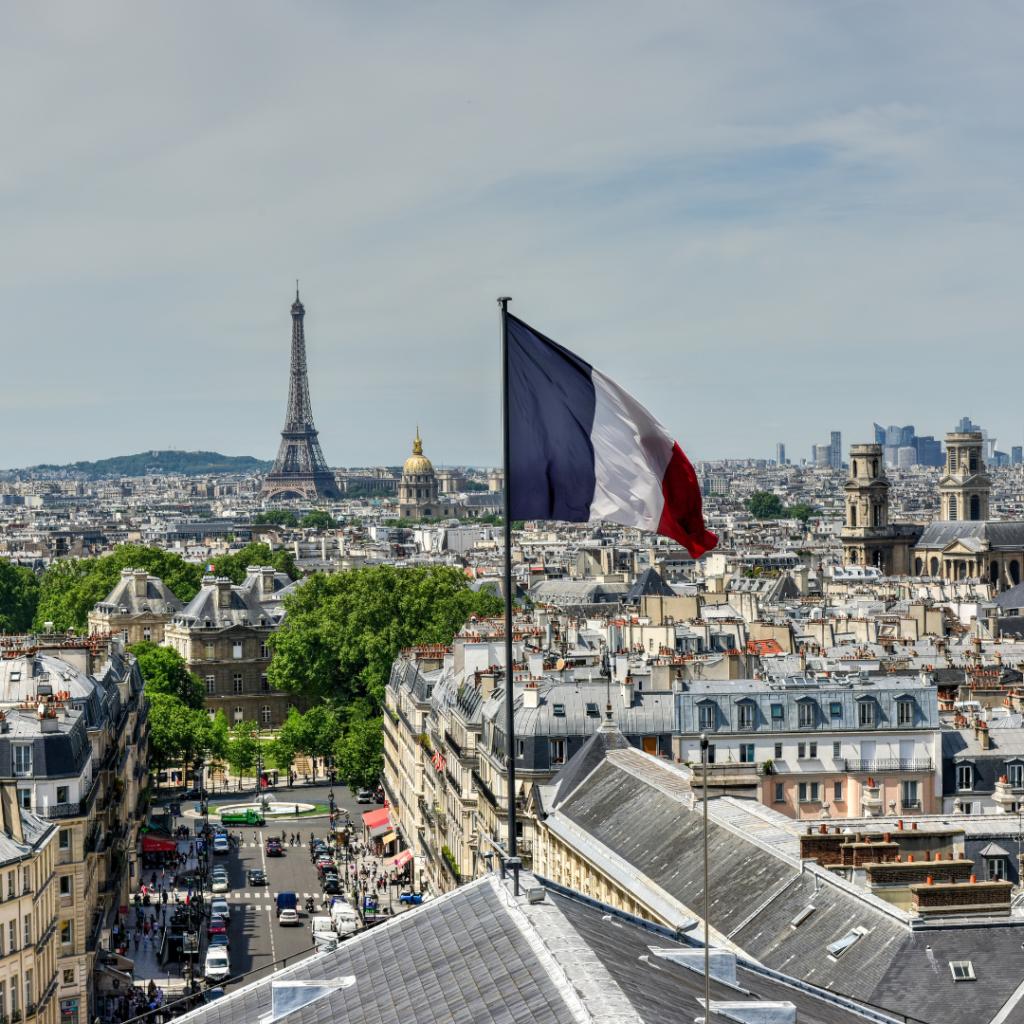 Panthéon Paris flag view