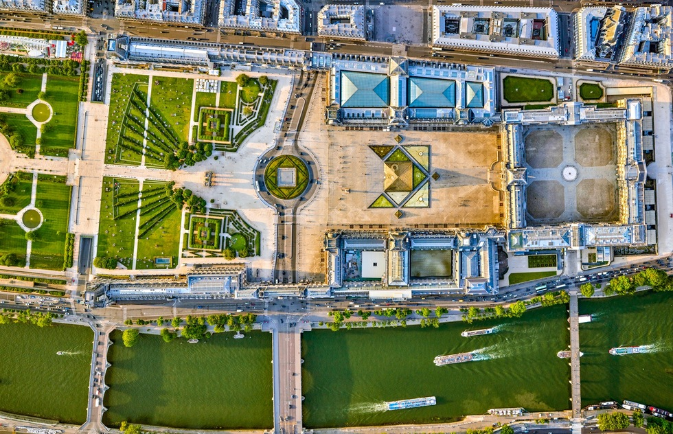 Paris-from-the-Air-Louvre