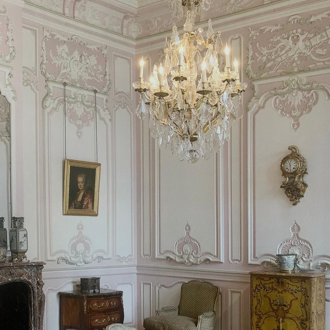 Musée-Carnavalet-pink-boiserie